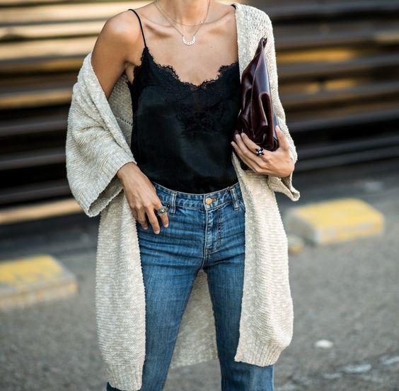 Майка, джинсы, кардиган из базового гардероба